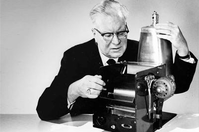 Ai là người phát minh ra máy photocopy ?